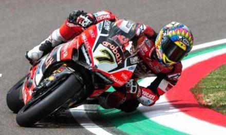 Chaz Davies y Ducati se llevan las dos mangas en la fecha de Superbike en el circuito de Imola, Italia.