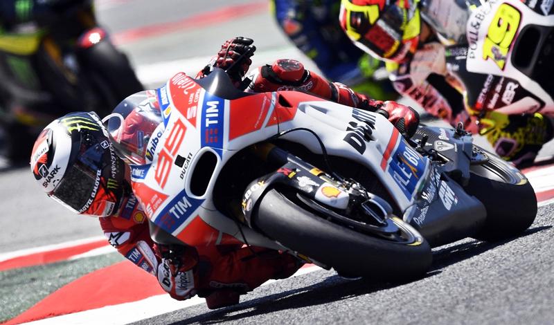 Andrea Dovizioso vuelve al primer peldaño del podio el día de ayer en la séptima fecha de MotoGP en el circuito de Cataluña.