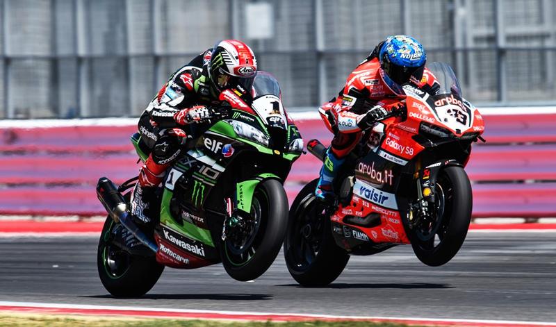 Marco Melandri regresa al podio en el Campeonato Mundial de Superbike.