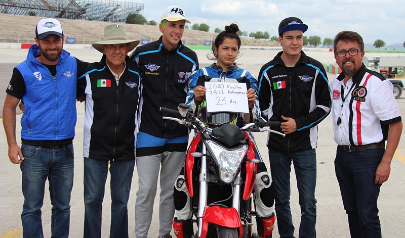 Pilotos de ITALIKA Racing imponen nueva marca