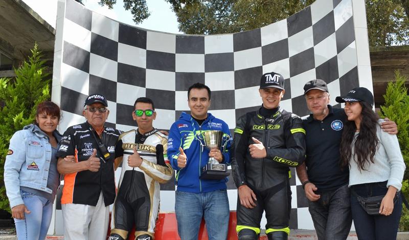 Increíble contienda que se celebró en la pista mojada de Superbike México