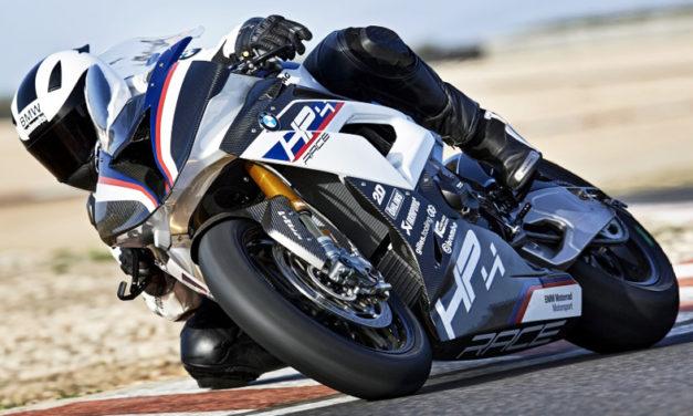 La BMW HP4 Race, una deportiva con estética y dinamismo que puede recorrer cualquier camino, está entre los mejores lanzamientos tecnológicos de 2017