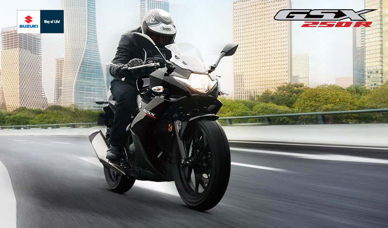 ¡Con el poderoso motor 250 cc, de la GSX-250R, conquistarás cualquier camino!