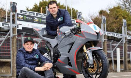 De rivales a compañeros de equipo: John McGuinnes y Michael Dunlop correrán juntos en el TT Isla de Man 2018