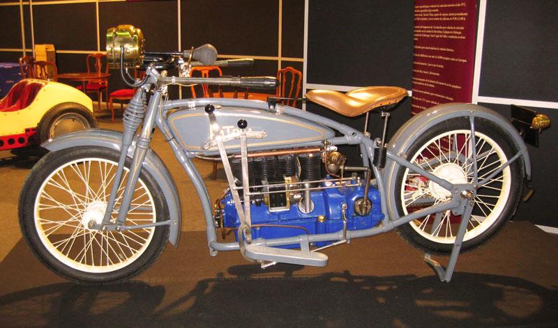 Fue subastada la única moto Patria existente en el mundo