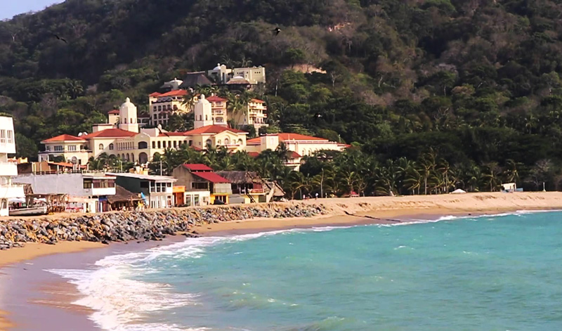 Barra de Navidad, playas solitarias y hermosos paisajes.
