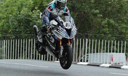 Michael Dunlop obtiene su 16° victoria en el TT Isla de Man en la categoría Superbike
