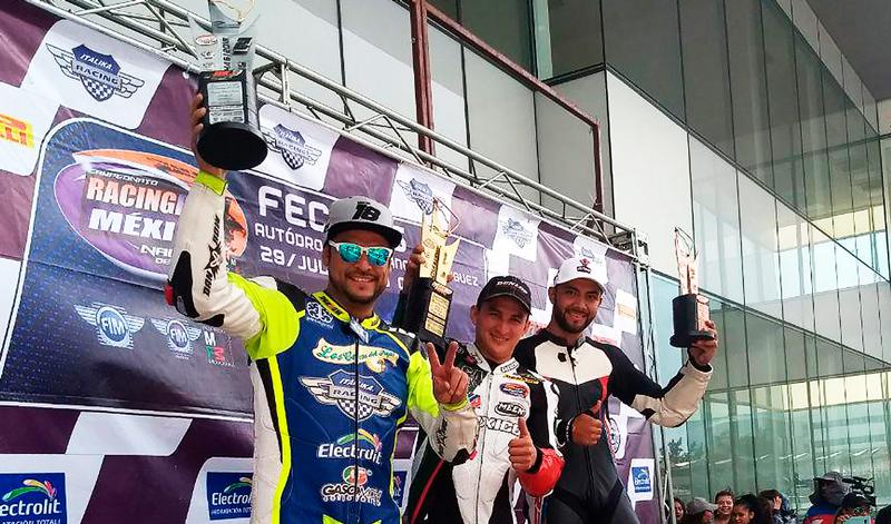Pilotos de ITALIKA Racing dan lección de trabajo en equipo en el Nacional RBM
