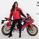 La imponente Honda CBR1000 realza su belleza con la brasileña Cecilia Toledo, quien brillará en las pasarelas de Moto Fashion 2018