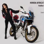 La poderosa Africa Twin conjuga su belleza con la de la sensual argentina Nadina Vallina