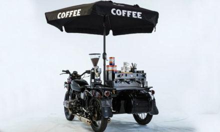 """Café en una Café Racer"""