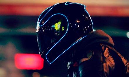 Seguridad y un toque futurista, es lo que ofrece el nuevo casco LightMode