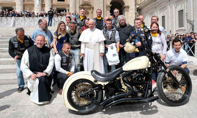 La moto firmada por el papa Francisco ha sido subastada