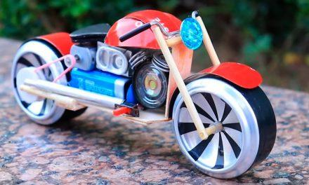 Moto eléctrica de hojalata: real y funcionable