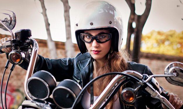 Cabello Vs Casco: consejos para las chicas motociclistas