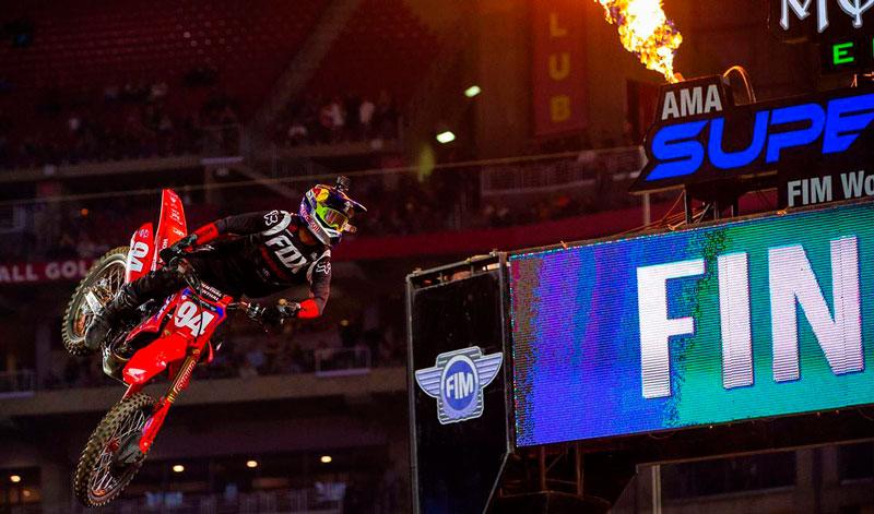 Ken Roczen se apoda del pódium del AMA Supercross 2020 con una triple corona en Glendale