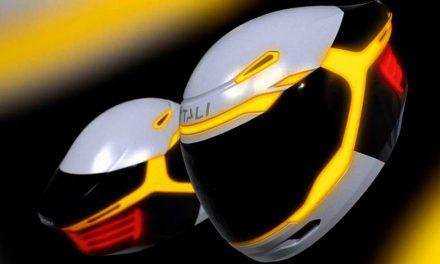 Una innovadora idea en pro de tu seguridad: luces intermitentes para tu casco