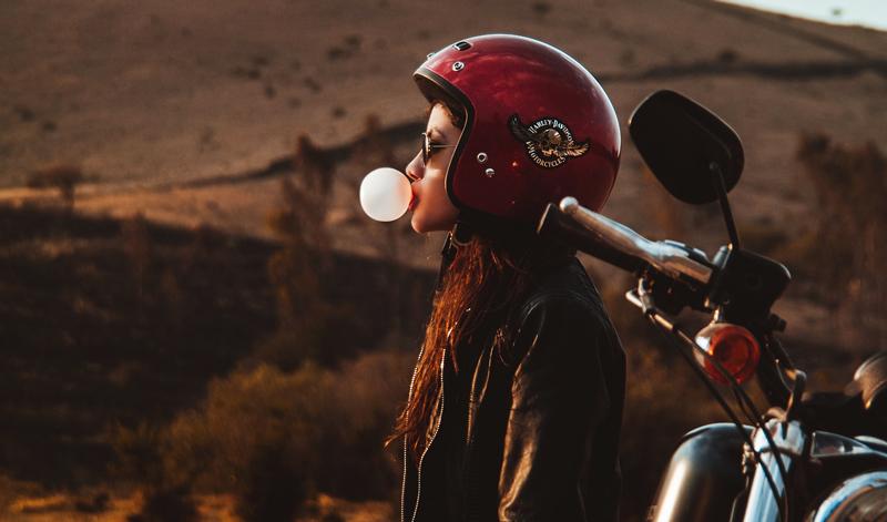 Casco Vs Cabellera: consejos para las chicas motociclistas