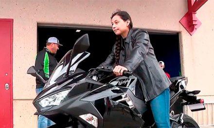 Le roban la moto a una enfermera y KAWASAKI le regala una nueva