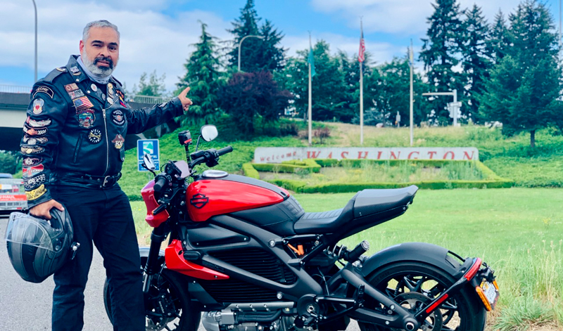 El propietario de una motocicleta eléctrica Harley-Davidson® hace historia con el primer viaje de frontera a frontera en Estados Unidos