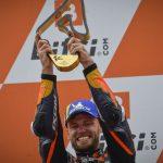 La fortuna favorece a los valientes: Binder logra el mayor éxito de todos los tiempos en el terreno de juego de KTM