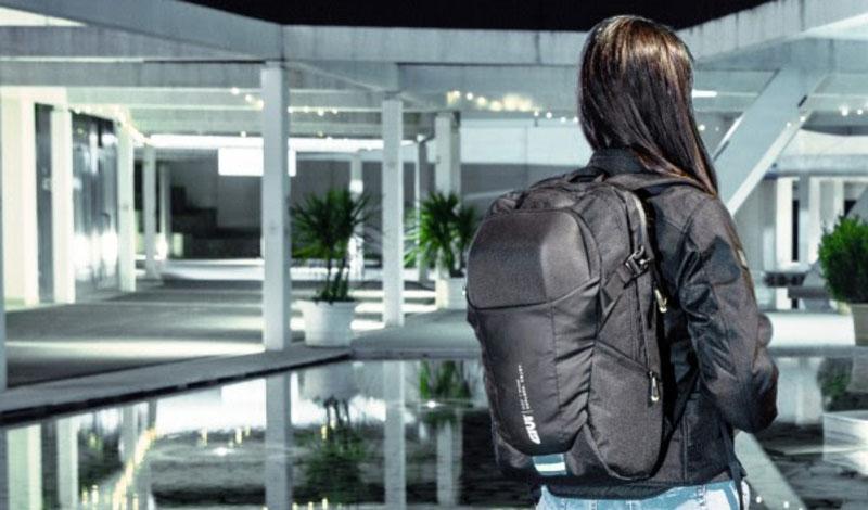 GIVI lanza su nuevo modelo de mochila para motociclistas.